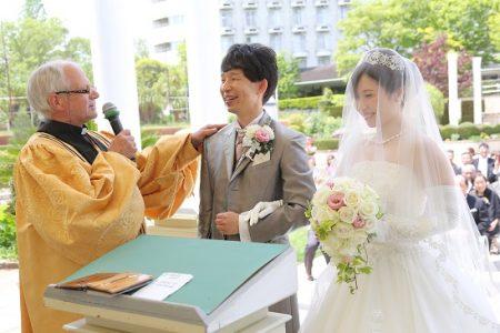 外国人の牧師先生が行う挙式